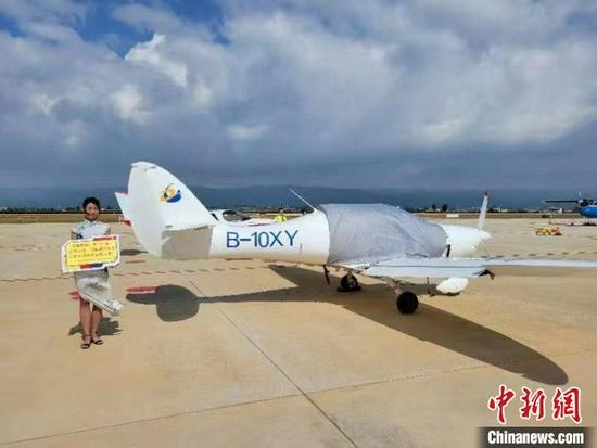 图为云南红河弥勒东风机场开航。 倪嘉云 摄