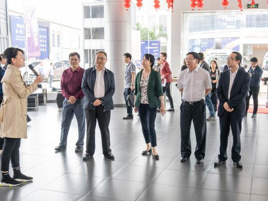 考察昆明金大门跨境O2O新零售保税展示交易中心 通讯员冯靖凯/摄