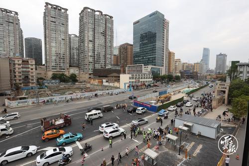 中铁上海局六公司承建的昆明地铁1号线西北延工程金碧广场站四期交通导改位置