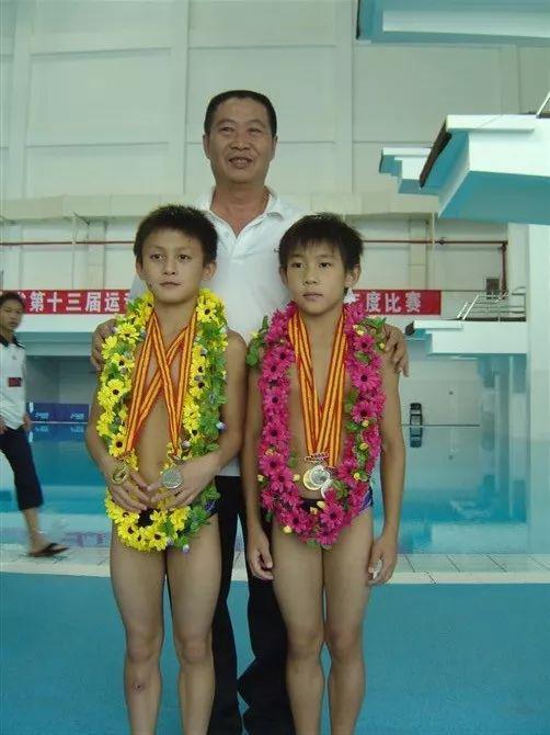 (左:李平安)