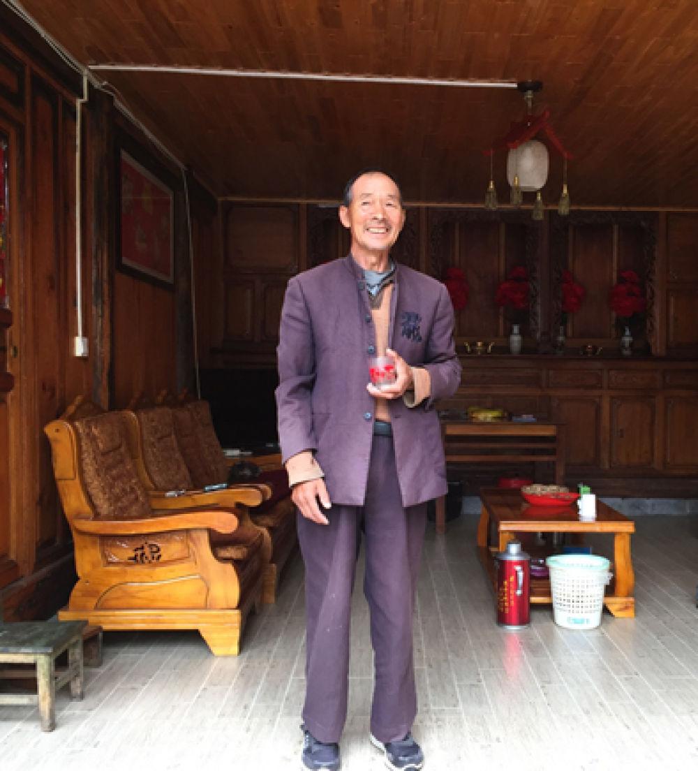 ▲界务员蔡文香在位于腾冲市猴桥镇的家中。新华每日电讯记者林碧锋摄