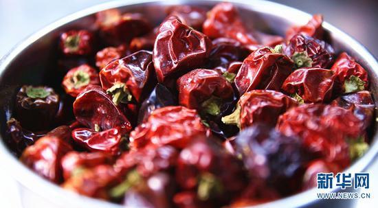 烹制沾益辣子鸡所用的干辣椒(7月4日摄)。新华网 徐华陵 摄