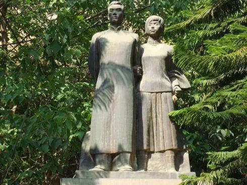 李国柱、吴澄雕像