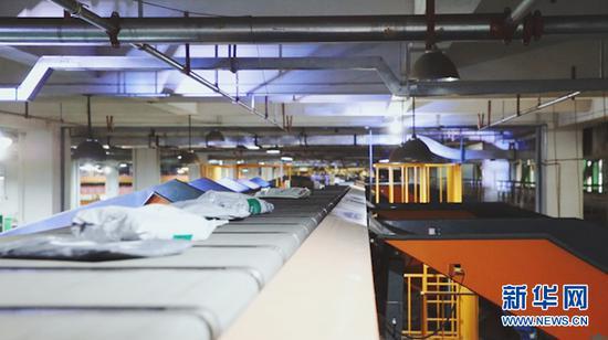 中国邮政集团有限公司云南省分公司陆运中心。(新华网 刘东 摄)