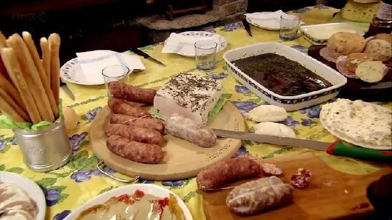 《贪嘴意大利》是很多人心目中的经典美食纪录片。