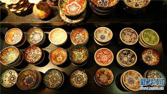 第5届中国—南亚博览会暨第25届中国昆明进出口商品交易会上展示的产品。(新华网发)