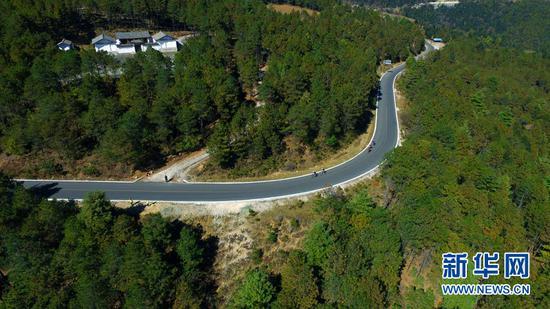 赛道优美的曲线。新华网 李林蔚 摄