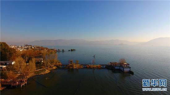 图为航拍洱海之畔的古生村。
