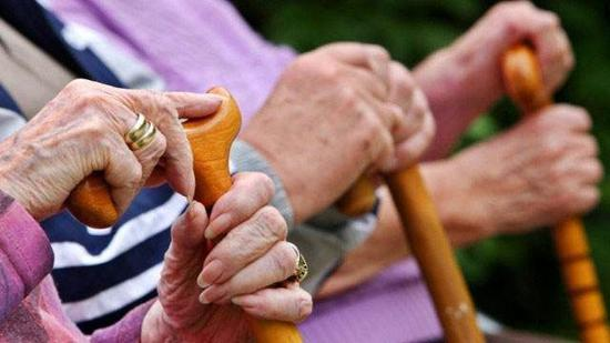 云南试行养老机构照护系列标准 划定4个级别分级照护
