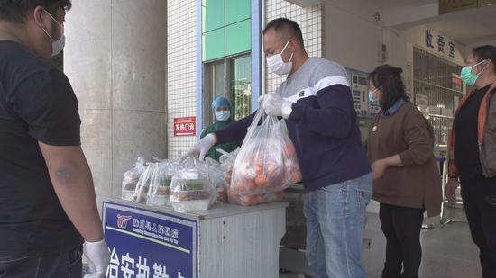 爱心餐送至陇川县人民医院