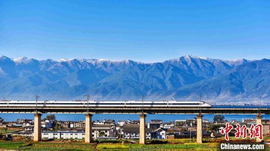 云南进入高铁时代近四年 动车发送旅客人次破亿