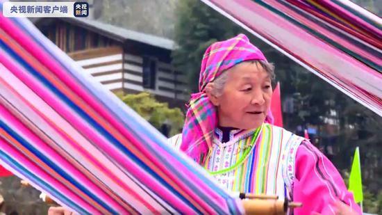 △独龙族群众发展特色产业旅游扶贫