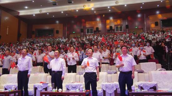 《没有共产党就没有新中国》全场合唱