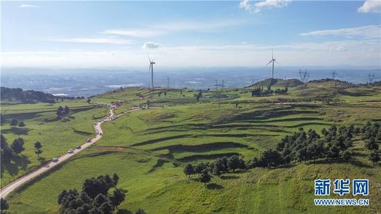 在云南曲靖朗目山上拍摄的画面。