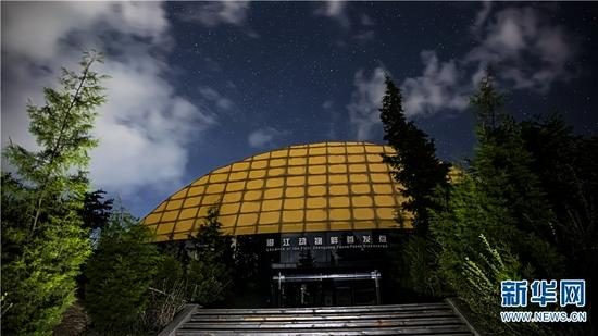 夜空下的澄江动物群首发点(9月13日摄)。新华网发