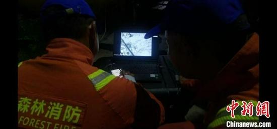 图为监测人员监测亚洲象。 云南省森林消防总队提供