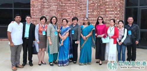中方参会学者与印度学者合影