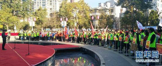 20支五华区志愿服务队参加活动。新华网 范芳钰 摄