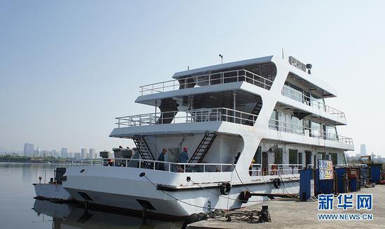 建造中的海事趸船