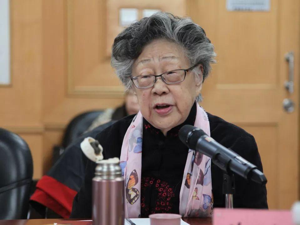 北京师范大学资深教授 黄会林