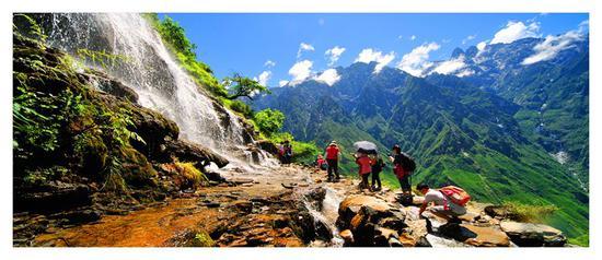 6月到迪庆 一起切身感受虎跳峡大自然鬼斧神工的神奇
