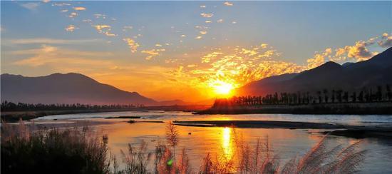 《临沧乡村旅游攻略》《临沧乡村旅游地图》出版发行