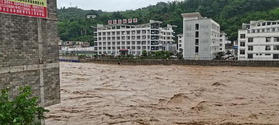 昭通多地遭遇暴雨山洪泥石流 紧急转移疏散群众822人