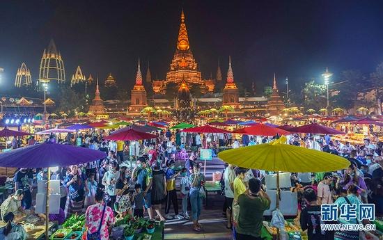 西双版纳湄公河·星光夜市(2020年3月27日摄)。新华网发(告庄西双景 供图)