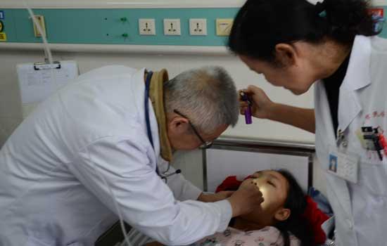 云南民建组织医疗专家赴瑞丽义诊支教