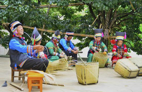 昌宁卡斯大竹林村民小组重拾竹编工艺走出致富路