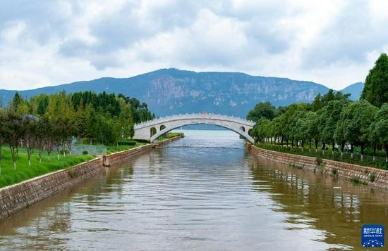 9月4日,盘龙江水穿过湿地公园流入滇池。