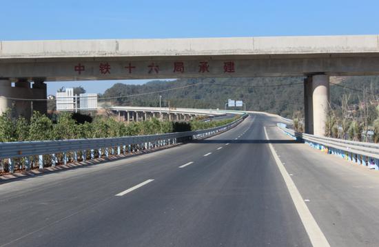 云南墨临高速沥青路面全面完工