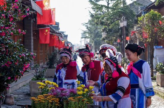 古城居民欢度国庆(苏金泉 摄 )