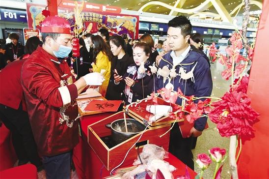 昆明机场春节民俗文化主题活动给旅客一个温馨的乘机环境