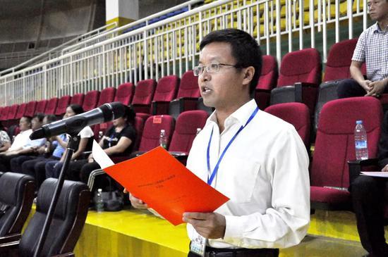 ▲州总工会常务副主席杜磊致开幕词