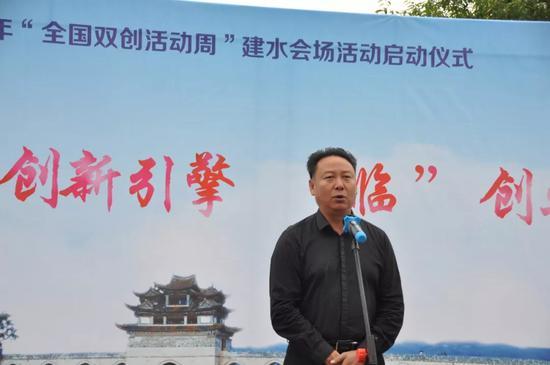 ▲县委常委、宣传部部长杨为文宣布活动启动