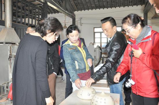 实地调研建水紫陶产业发展情况