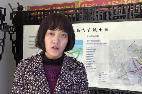 采访建水县城乡规划局局长龙娟