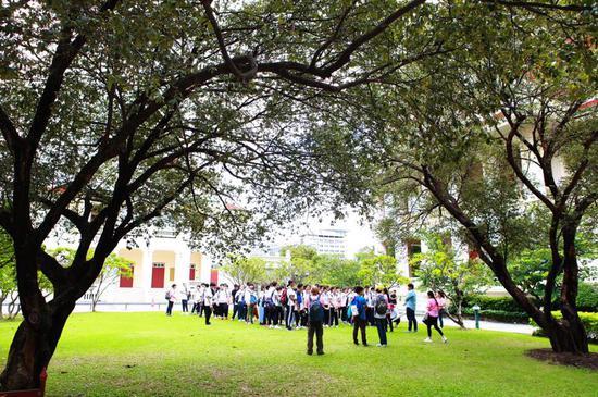 环亚国际教育TOP5泰国前五名校预科班学生参观朱大校园
