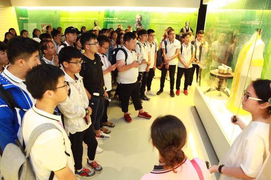 环亚国际教育TOP5泰国前五名校预科班学生参观朱大历史博物馆