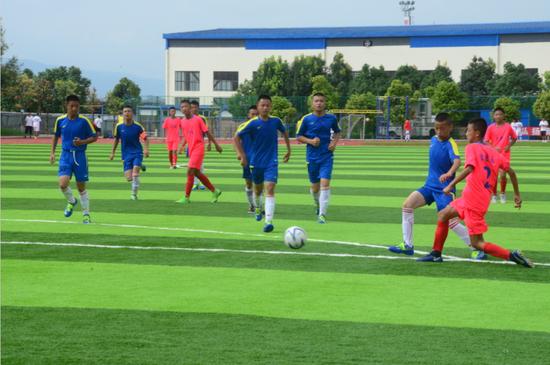青少年组足球比赛