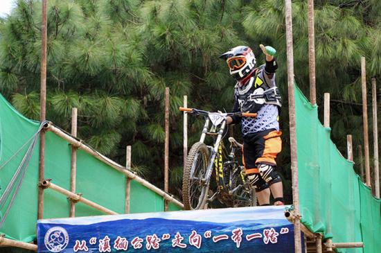2019第二届中国龙陵松山山地自行车 速降国际邀请赛26日开赛