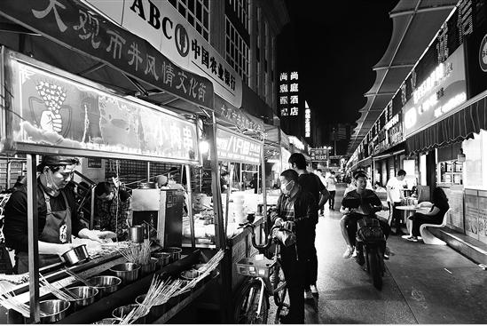 """昆明全面启动""""夜间经济""""布局 支持建深夜食堂特色街"""