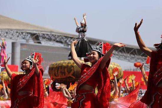 云南文山州成立60周年庆祝大会文艺演出精彩纷呈