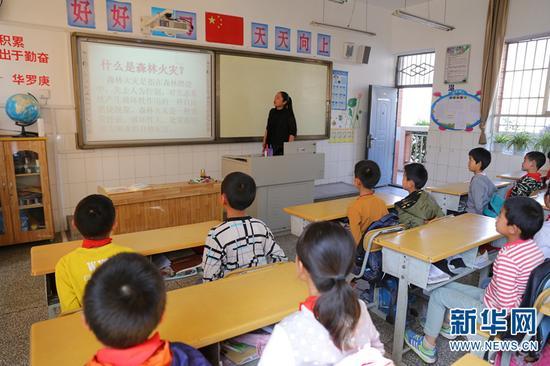 云南省加强森林防火宣传教育。新华网 罗春明 摄