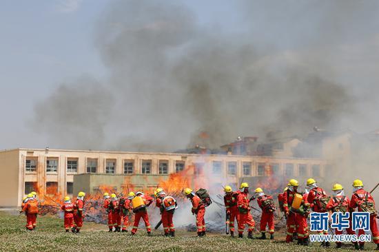 强化消防应急演练。新华网 罗春明 摄