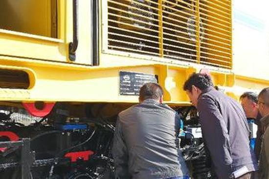国内首台地铁铣轨车在昆明通过出厂验收