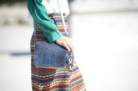 高级有质感 炫目漆皮包让你光彩照人