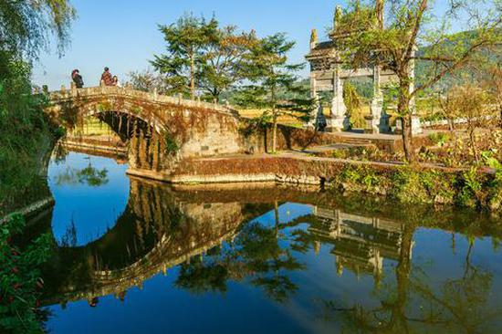 小河绕村过 人在云南保山画中游
