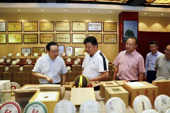 元阳县党政代表团参观龙润集团